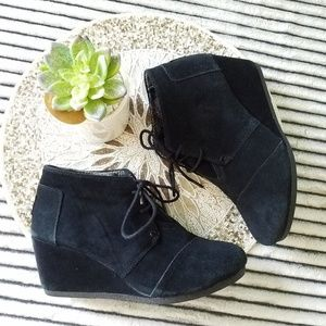 Tom's Black Heeled Bootie Shoes Size 8.5